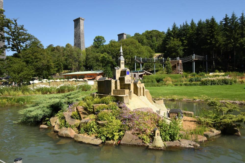 Le mont saint michel dans le jardin pieds nus